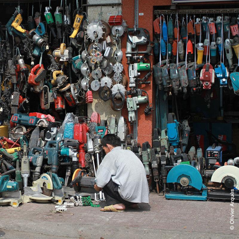 Selling drills, saw & jackhammers - Hô Chi Minh - Vietnam - 2012