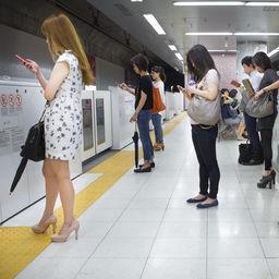 Mobile addiction #1 - Tokyo 2015