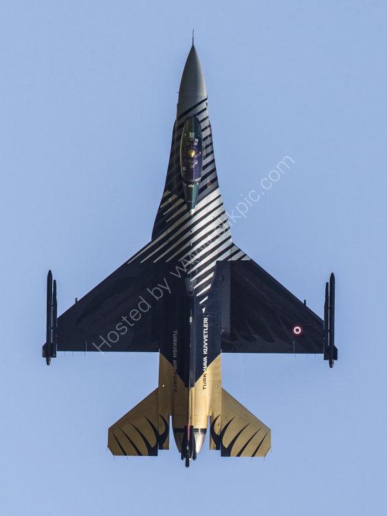 F-16 Falcon SoloTurk vertical