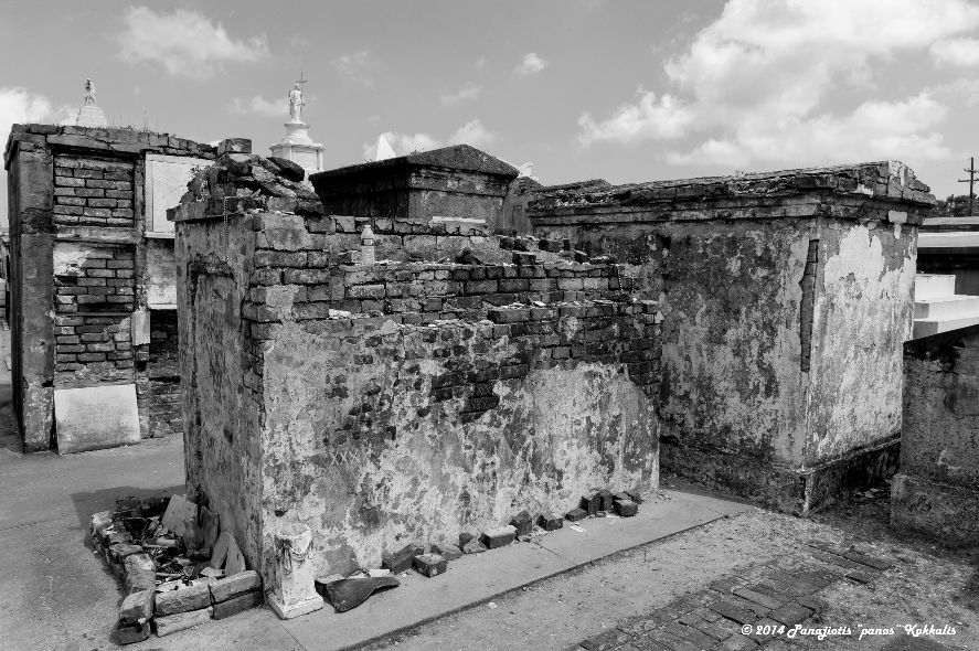 Tomb of unknown Voodoo practitioner