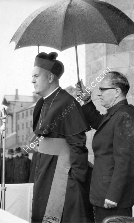 131 Cardinal Conway and Fr. Campbell