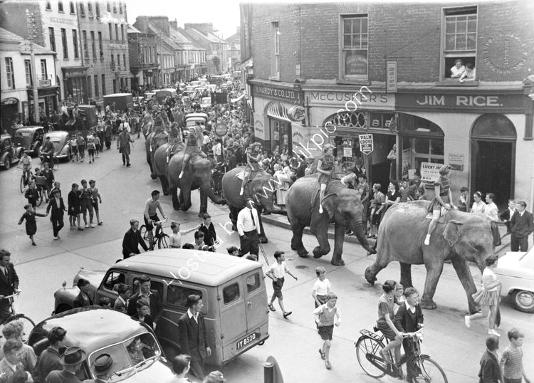 151 The circus comes to town - Earl St. 1957
