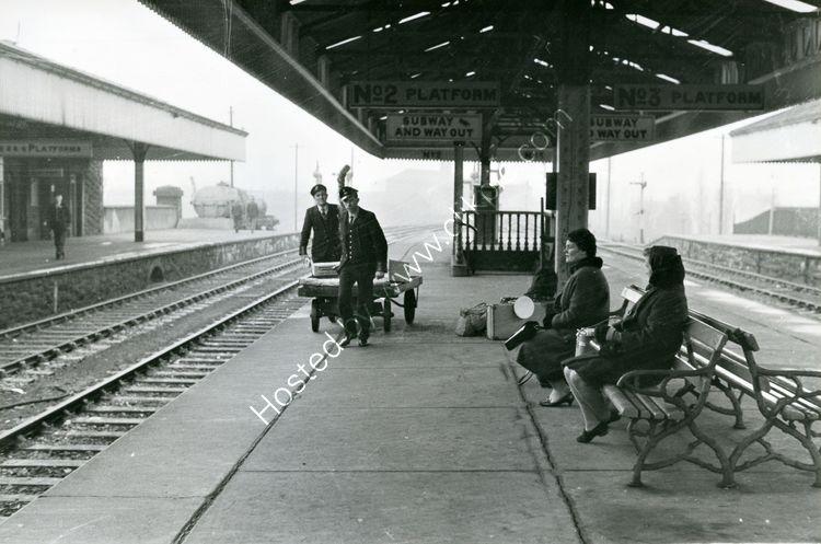 34 Railwaymen and passengers at Portadown