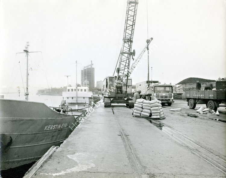 05 Unloading at Dundalk Quays