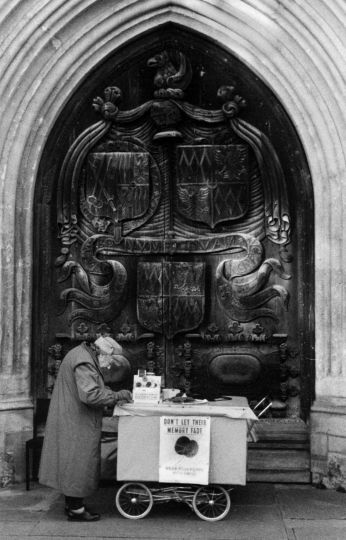 Bath Abbey Doors(Poppy Seller) 2001