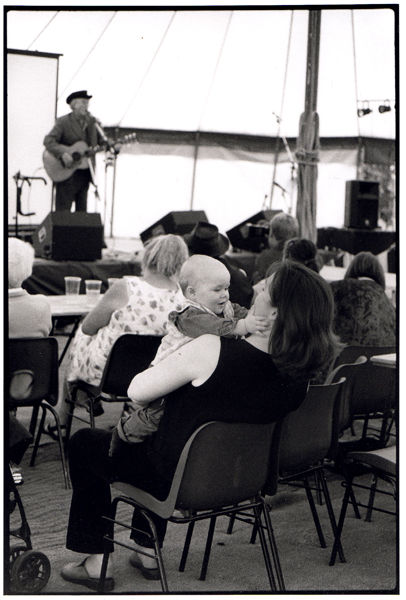 Mother and child at the Fred Wedlock Set, Radstock Gala 2001
