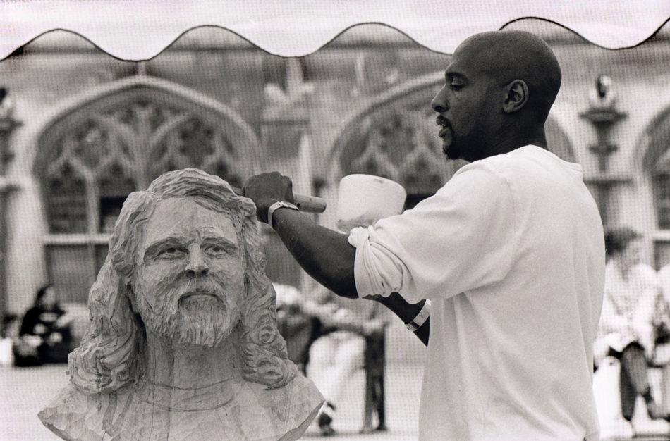 Sculptor, Willard Wigan, Bath Festival, 2000