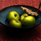 Fruit bowl with garlic and apples