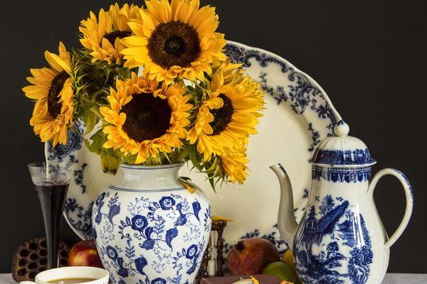 Tee und Sonnenblumen