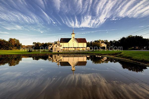 star barn reflection