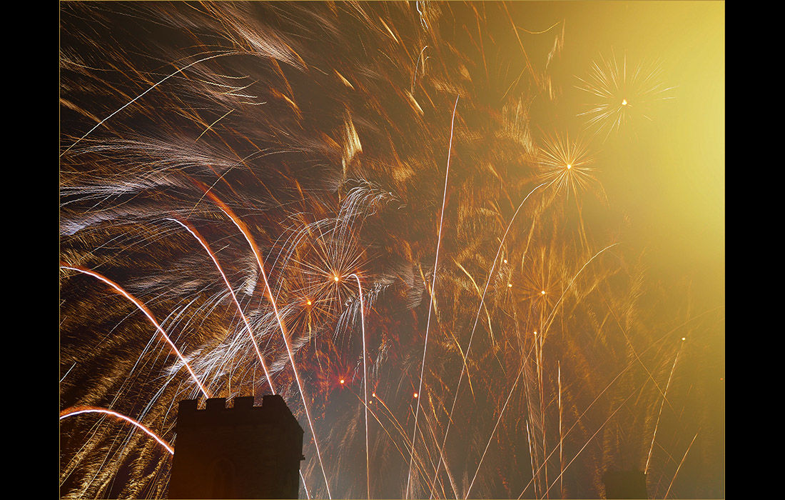 Fireworks over St.Nicholas Church, Abingdon 4