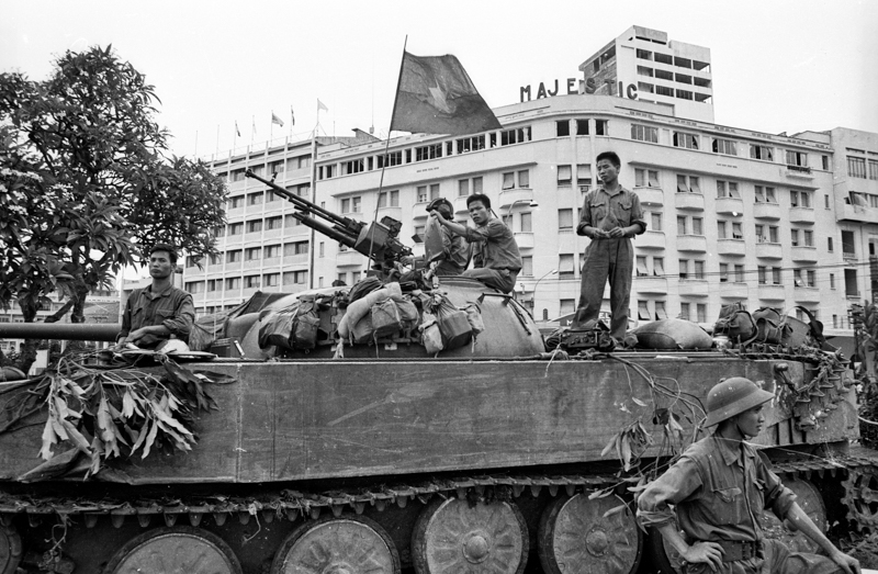 Tank in front of the Majestic Hotel (2)
