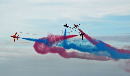 The Red Arrows weaving