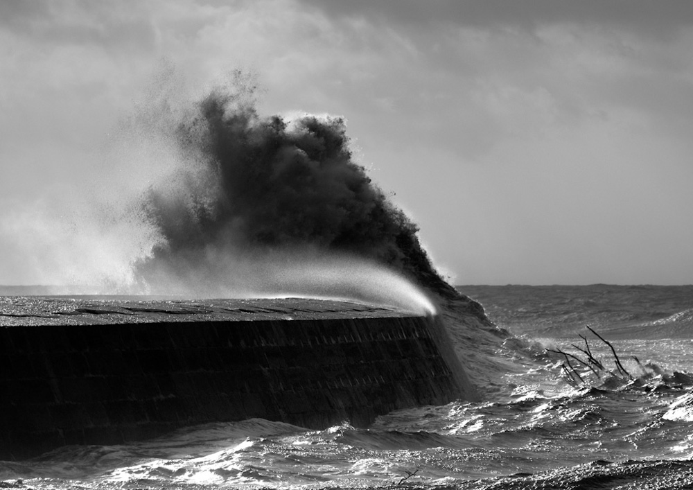 Wave over The Cobb
