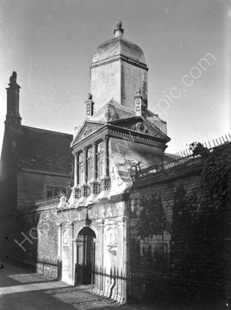 Gate of Honour; Caius College.