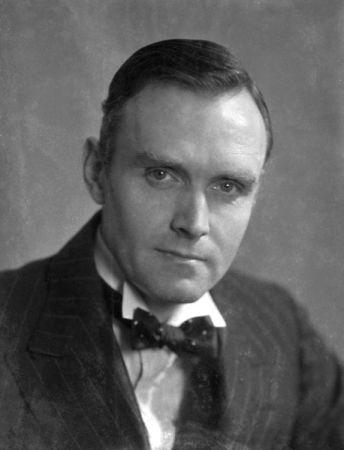 Dr Downes. (1932.)