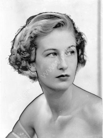 Miss de Paula. (1937)