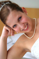 A relaxed moment during the bridal preparations - adding variety to your album.