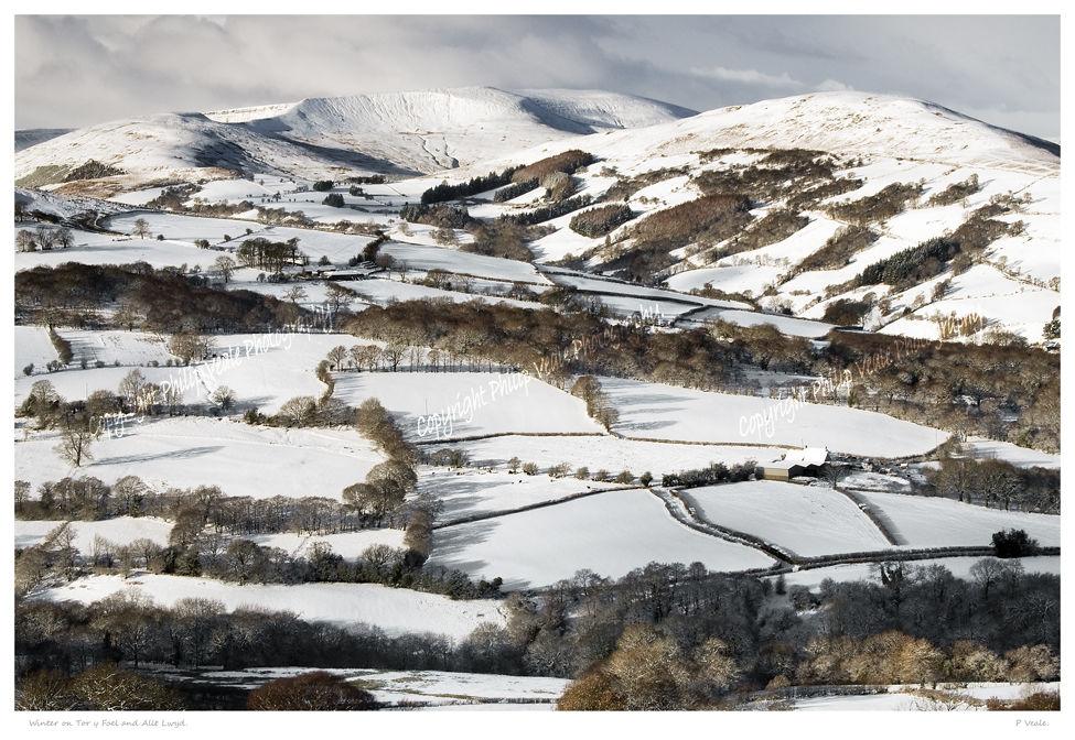 Winter on Tor y Foel and Allt Lwyd.