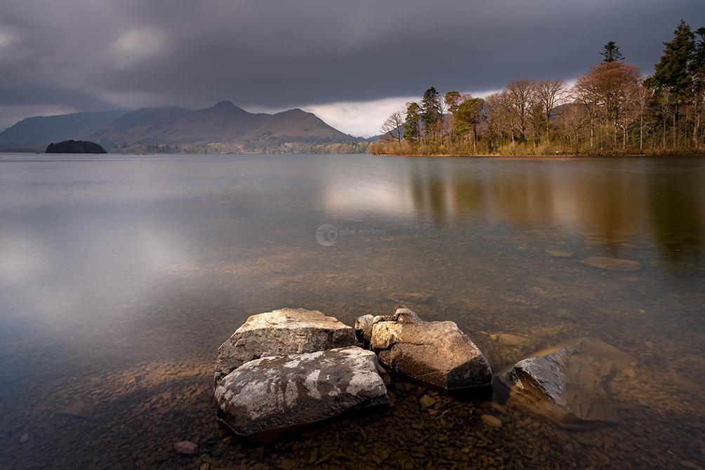 Lakes-derwentwater-sunlit-rocks