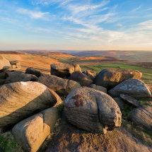 Peaks-stanage-sunny-rocks