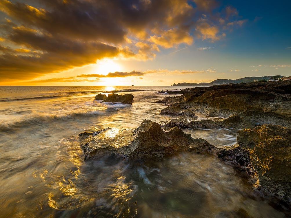 A Wave Approaches-Javea