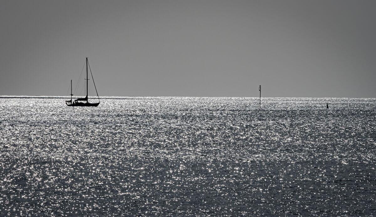 4th= Derek Bridel AFIAP, BPE2,Minimalism, Sailing