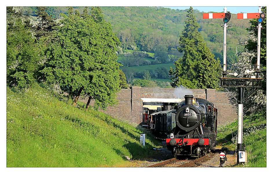 Steam leaving Winchcombe