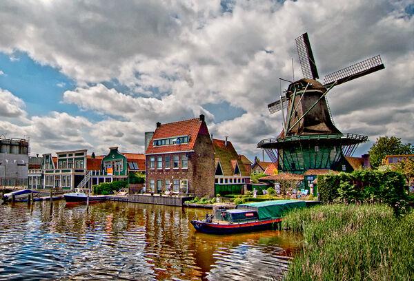 Amsterdam-River-Scene