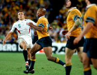 Wilkinson watches his kick win the Rugby World Cup 2003 as Gregan and Larkham look on.