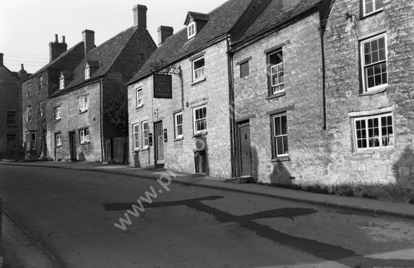 Ye Olde Three Horse Shoes (formerly the Railway Arms as here in 1950s), Sheep Street, Charlbury.