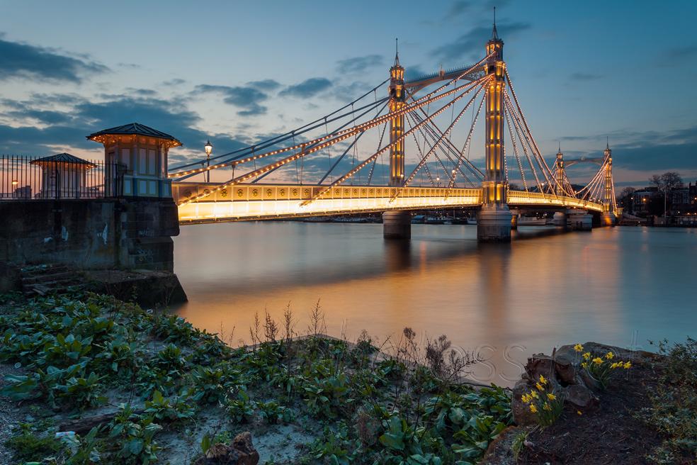Night falls at Albert Bridge