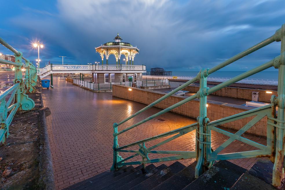 Night falls on Brighton seafront