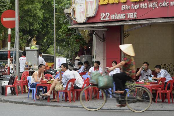 Street cafe, Hanoi