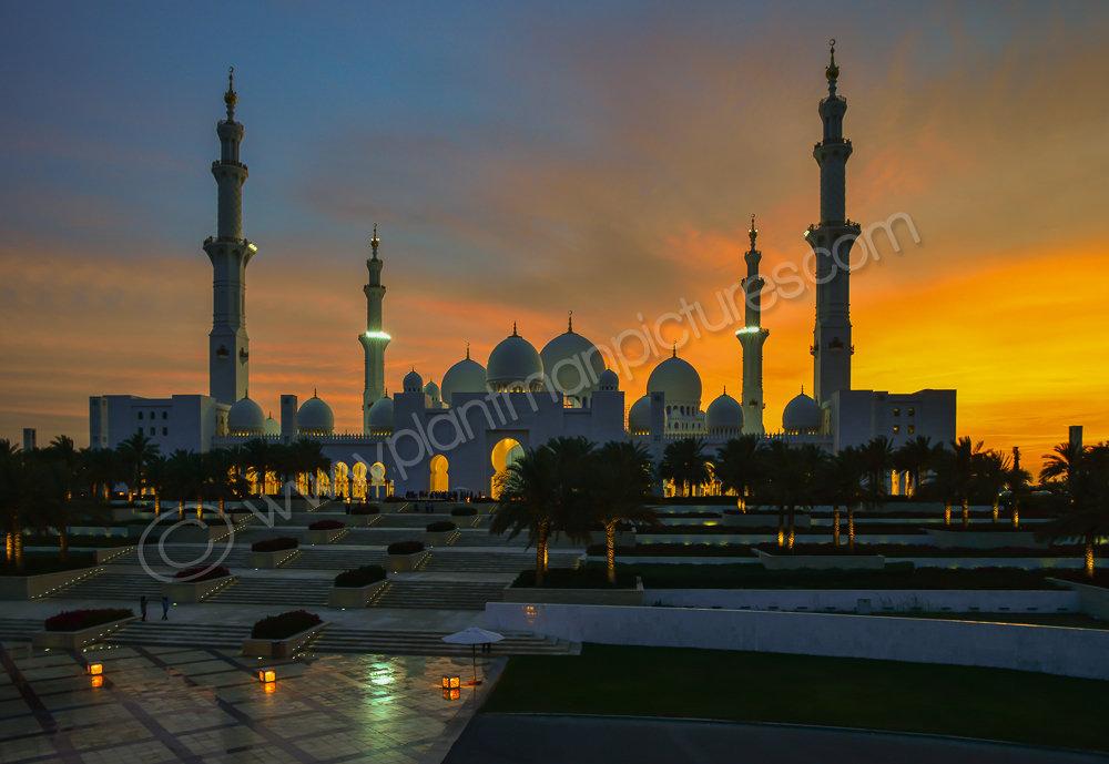 Sheikh Zayed Grand Mosque  just after sunset