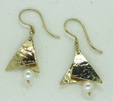 9ct gold earrings with cultured pearls