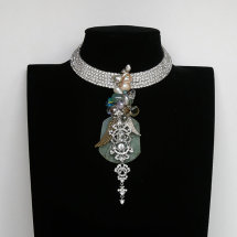 Necklace £800