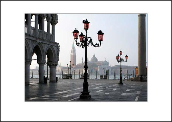 IT08001. The Piazzetta San Marco at dawn.