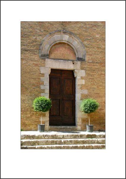 IT09002. Doorway, Tuscany