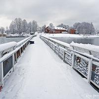 Temporary winter bridge to Uunisaari, Helsinki