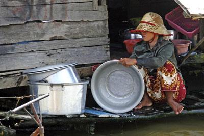 Dishwashing, Tonle Sap