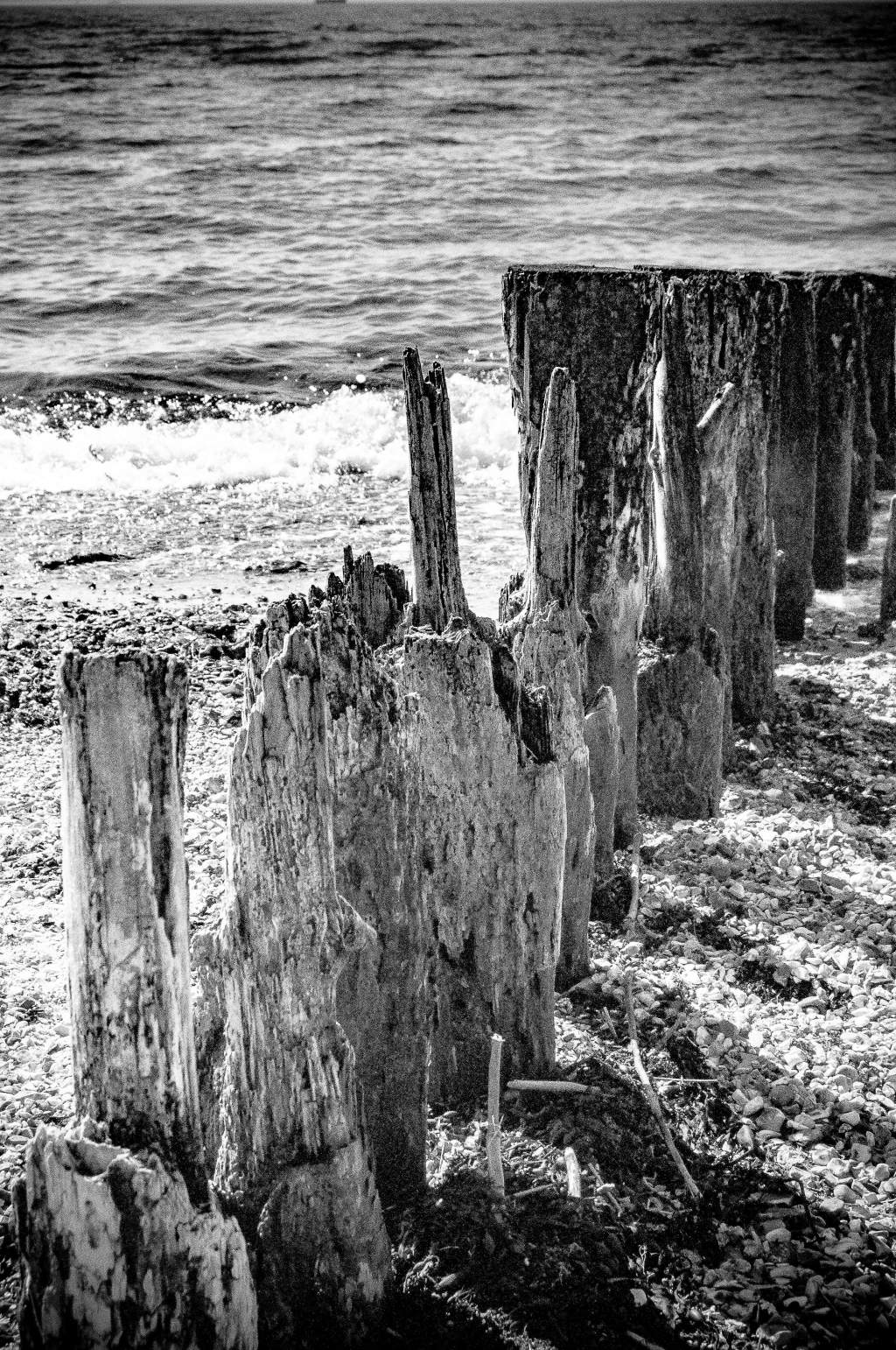 Small wave breakers at Lepe