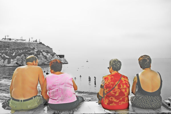Chatting on the paseo marítimo