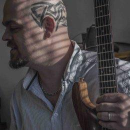 Guitar Maker