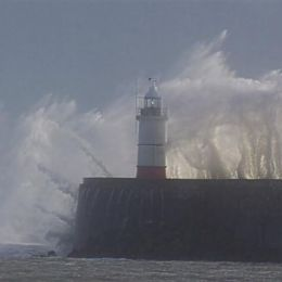 Waves over Newhaven west arm
