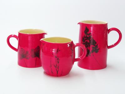 Red mugs and jugs