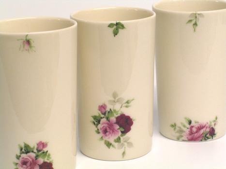 Cast porcelain rose beakers. 9cm.