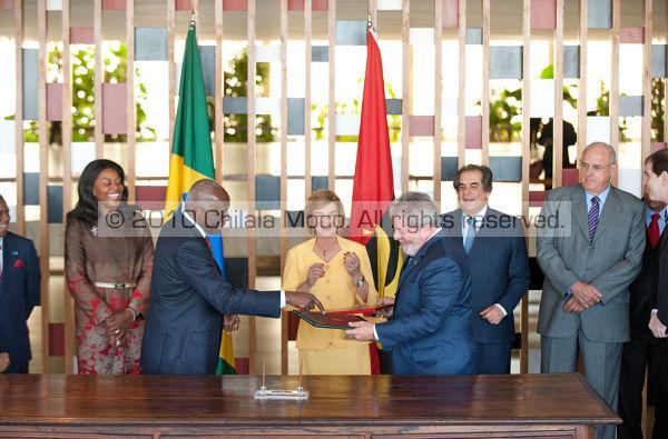 JES signing a cooperation treaty with brazilian president Lula da Silva.