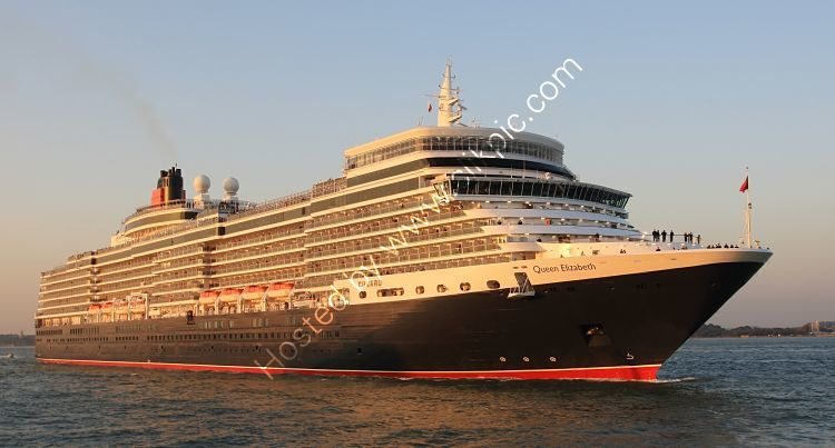 Ref CLCD11 Queen Elizabeth Cunard Cruise Line Southampton Water Hampshire Gt Britain 2010 (C)RLT Aviation And Maritime Images 2018 opt