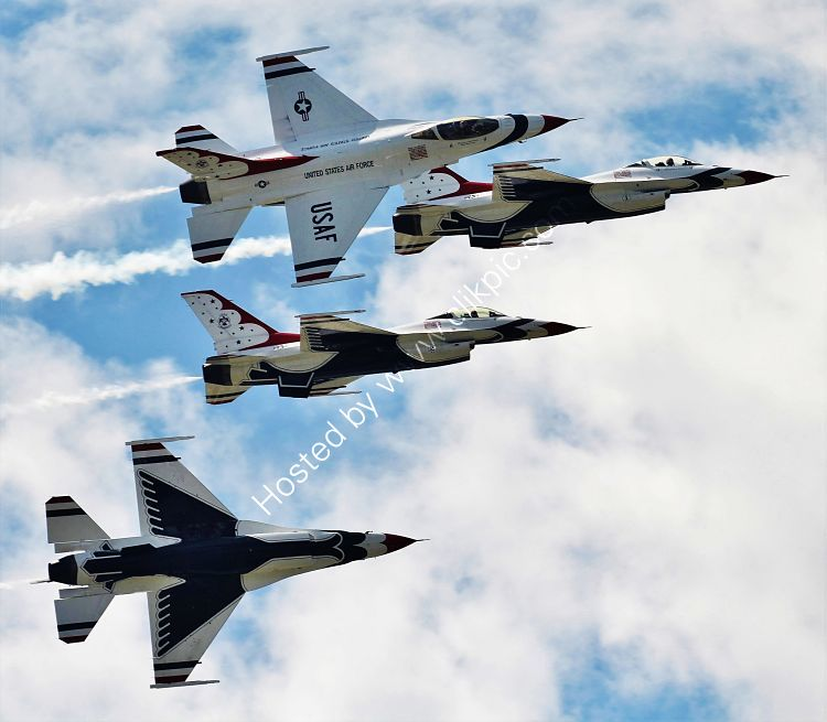 Ref TDS3 General Dynamics F16A Fighting Falcon's USAF Thunderbirds Display Squadron EAA Airshow Lakeland Airport Florida USA 2015 (C)RLT Aviation And Maritime Images 2018